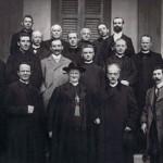 Angelo Roncalli, tânăr preot (primul din dreapta